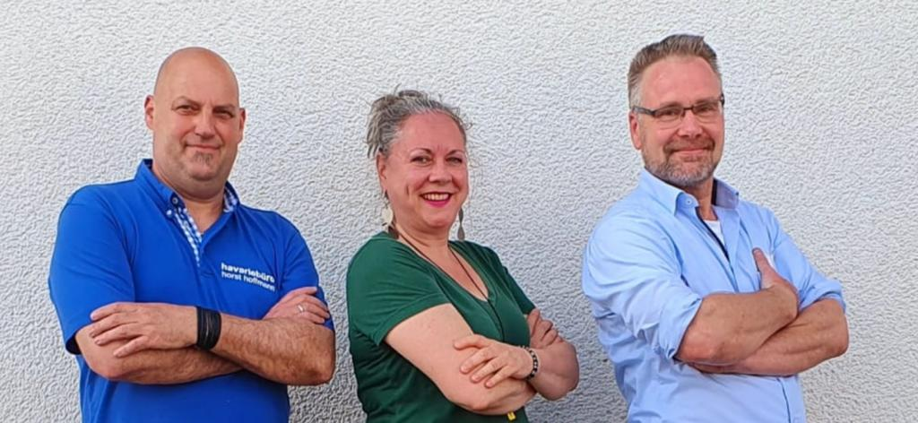 Horst Hoffmann, Helen Mary McIntyre, Goy Duden - 3 Konterfeis mit verschränkten Armen vor der Brust nebeneinander