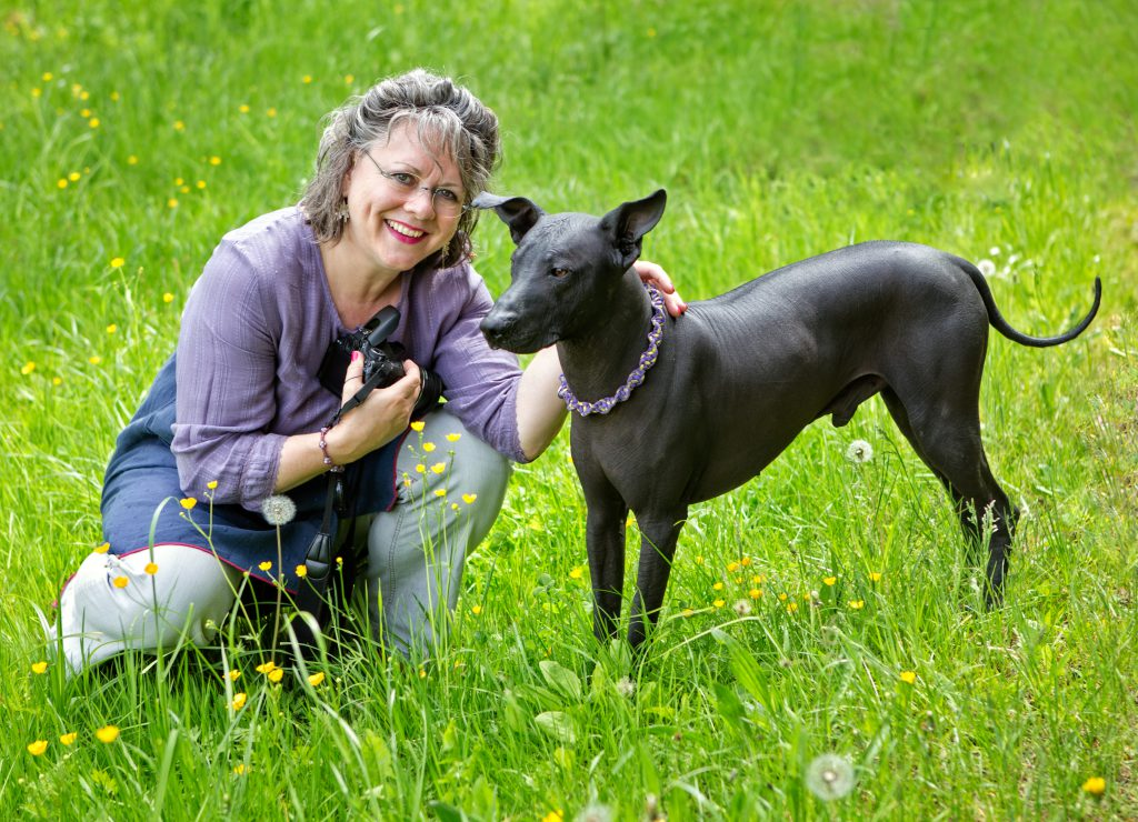Helen Mary McIntyres Qualifikation: Sachverständige mit Hund Duke beim Fotografieren für den Blog