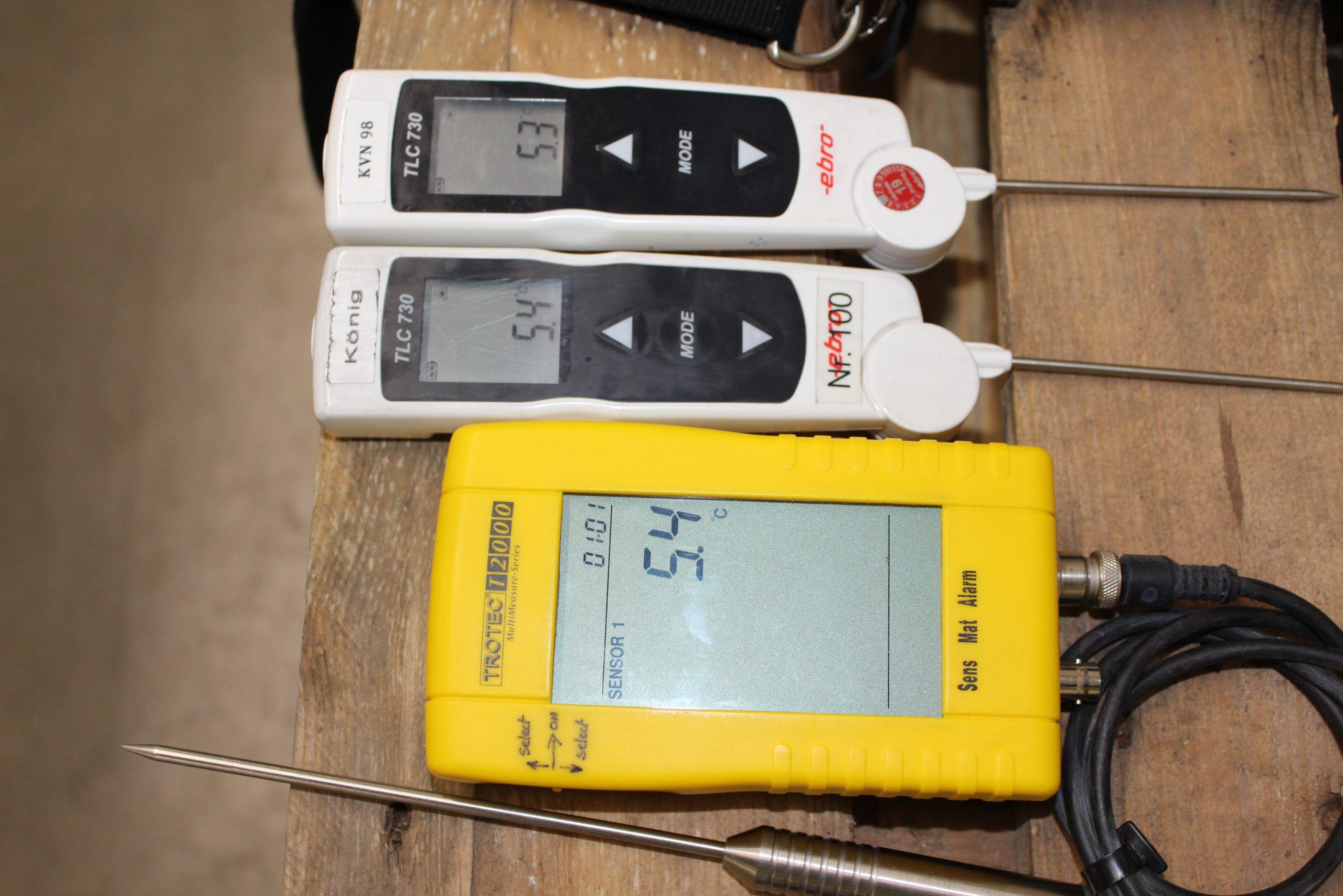 drei Temperaturmessgeräte ermitteln die Temperatur